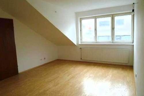 Wunderschöne, sehr sonnige 2,5 Zimmer Dachgeschoß-Maisonette in sehr guter Lage