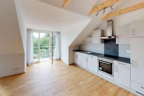 Bestlage: Exklusives Dachstudio mit Balkon