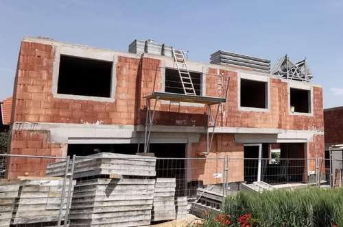 Provisionsfrei: Doppelhaushälfte auf Eigengrund - Bezug OKTOBER