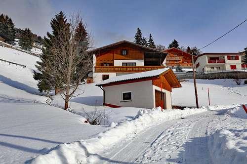 Landhaus mit Bergpanorama