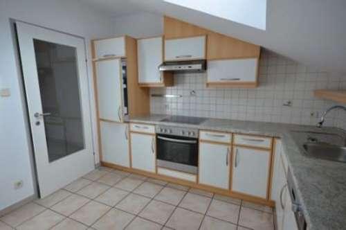 4 Zimmer-Mansardenwohnung auf 91m2 mit Balkon und Tiefgarage um € 1095.--