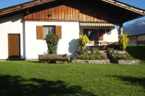 möblierter Bungalow im Landhausstil mit großem Garten