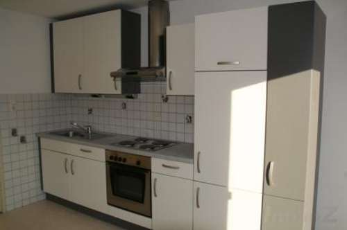 zentrale 3 Zimmerwohnung auf 98 m2 im Altbau
