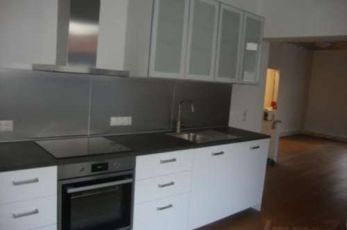 große 2 Zimmerwohnung mit Loggia und Parkplatz um € 790.--