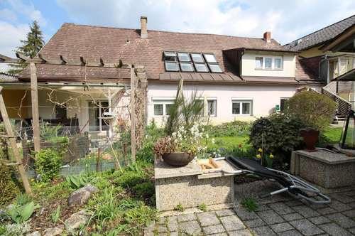 Zinshaus mit Potential und großem Grundstück!