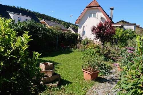Bezaubernde Wohnoase mit gemütlichen Garten für kleine Familien!