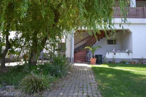 Großzügiges Mehrfamilienhaus mit uneinsichtigem Garten