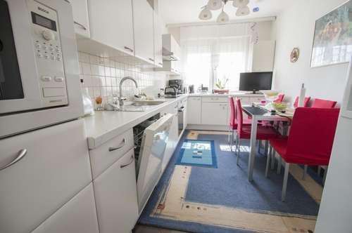 Zentrale Familienoase mit großer Küche!
