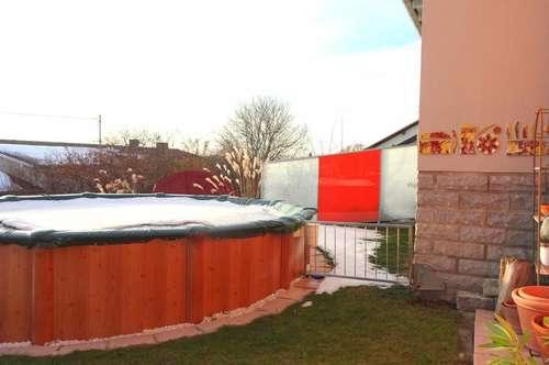 Der Sommer kann kommen! Pool, Garten, Ruhe und toller Ausblick