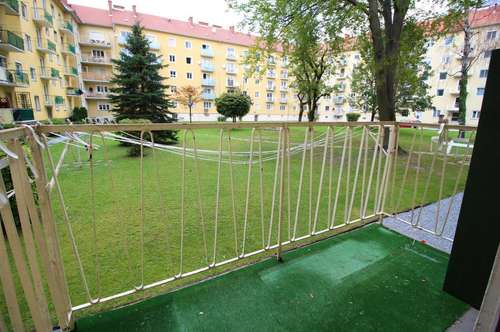 Ruhiger Studentenhit mit eigenem Balkon