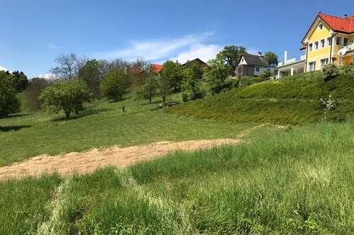 Ländliches Grundstück mit attraktiven Ausblick