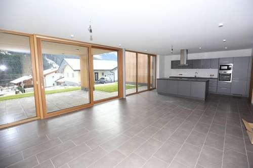 Neues, geräumiges Wohnhaus in schöner Lage zu vermieten!