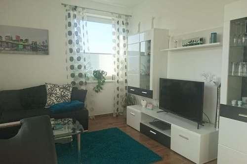 Gefällige zwei Zimmer Wohnung + Garten