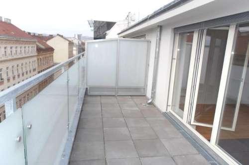 Zweitbezug nach Komplettsanierung: Dachgeschosswohnung mit Dachterrasse