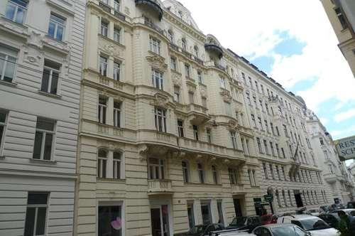 Charmante Bürofläche im Altbau mit Balkon in bester Innenstadtlage
