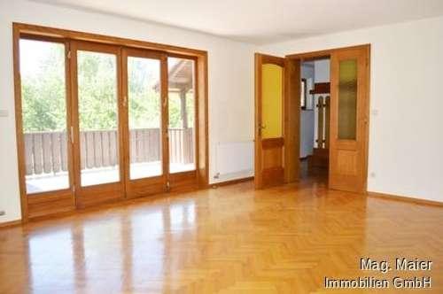 Helle Hausetage in Zweifamilienhaus am Brunner Berg