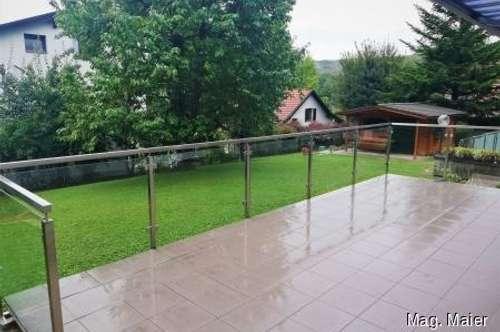 Helle Mietwohnung mit großzügiger Terrasse und Grünblick!