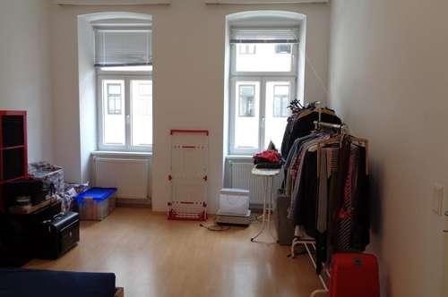 Befristete 2 Zimmer Altbauwohnung