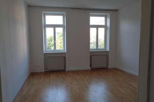 Unbefristete -Großzügige 2 Zimmer Altbauwohnung / WG geeignet
