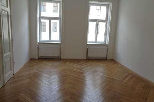 Unbefristete 2 Zimmer- Altbauwohnung / ERSTBEZUG- WG geeignet