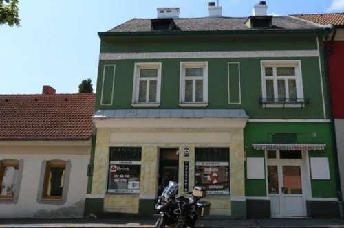 Toplage am Hauptplatz in Ernstbrunn