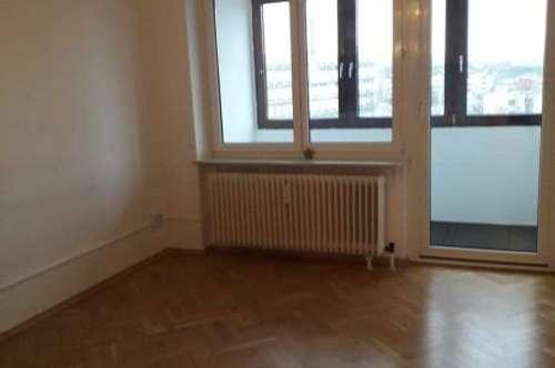Wohnung mit Loggia in zentraler Lage!!
