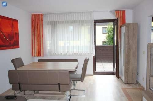 Wohnen im Grünen: moderne 4-Zimmer-Whg. mit großem Balkon und TG-Stellplatz in Hof