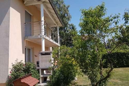 Neuwertiges Wohnhaus in sonniger Lage