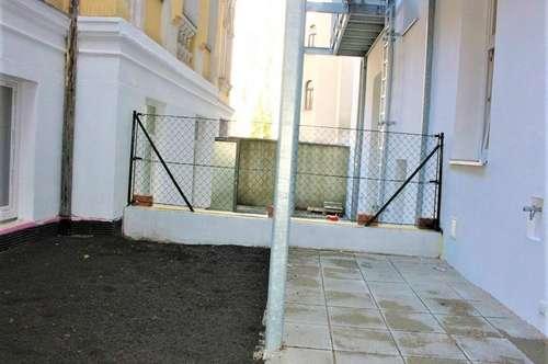 ERSTBEZUG! Randhartingergasse, unbefristete 47 m2 Altbau mit 27 m2 Terrasse/Garten, 2 Zimmer, Kochnische, Wannenbad