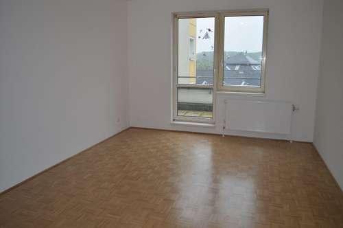 KLOSTERNEUBURG; HUNDSKEHLE-KREUTZERGASSE; sanierte  44 m2 Dachgeschoss-Garconniere  mit 8 m2 Terrasse, Einzelwohnraum mit Komplettküche, Wannenbad, Parketten,