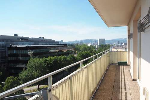 Günstige, sonnige 97 m² WNFL + Balkon im 7. Liftstock mit tollem Fernblick, Küche möbliert (ohne Ablöse), Straßenbahnnähe, Nähe Wifi!