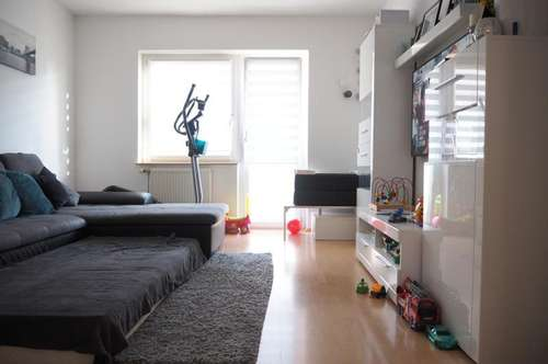 Colerusstrasse, schöne ruhige 56 m² WNFL + Balkon, Küche möbliert (ohne Ablöse), 2 Zimmer!