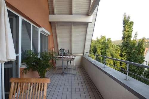 Urfahr, ruhige sonnige Dachgeschoßwohnung mit großer Loggia, 68 m² WNFL, Küche + Bad möbliert, Tiefgaragenplatz!