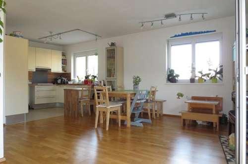 Gallneukirchen Zentrum, sonnige Maisonette 97 m² + 11 m² Balkon, 4 Zimmer, Carport und Parkplatz!