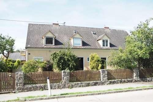 Mehrfamilienhaus mit großem schönen Garten und Pool, 1590 m² Grundstücksfläche, 214 m² WNFL erweiterbar, Bj. 1957, gute Bausubstanz, Doppelgarage, am Naherholungsgebiet Traunau!