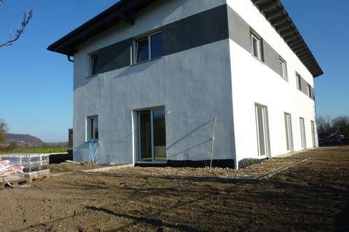Linz-Süd: Moderne, südwest ausgerichtete Doppelhaushälfte, ca. 125m² Wohnfläche, 5 Zimmer, belagsfertig, ca. 200m² Eigengarten.