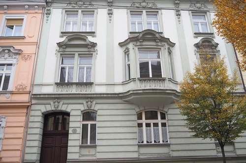 Entzückende Garconniere in der Bürgerstraße, Altbau, 33 m² im 1. Stock (ohne Lift), Küche möbliert!