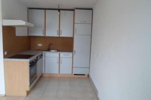 Makartstraße: Nähe Wienerstrasse: Single/Paar; Schöne  Dachgeschoßwohnung, zwei Zimmer, ca. 70 m2 WNFL, 3. Stock, Parkplätze!