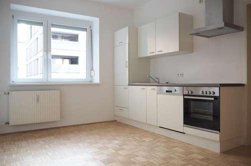 Bahnhofsnähe! Ruhige, sonnige 60 m² WNFL mit neuer Küche inkl. Geräte (ohne Ablöse)! 3 Zimmer!