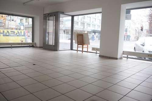 Geschäftslokal mit großzügigen Schauflächen in Toplage! 61 m² NFL. nähe Landstraße!