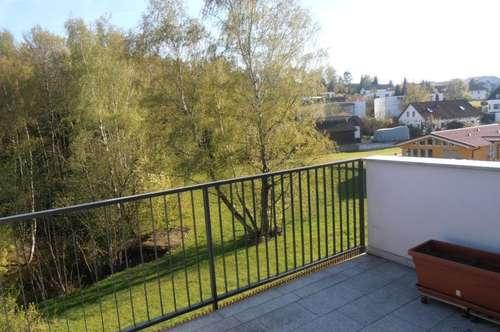 Ortszentrum, ruhige 3 Zi.Wohnung, idyllische Lage, 74 m² WNFL. mit südl. Balkon 11 m² und  Stellplatz