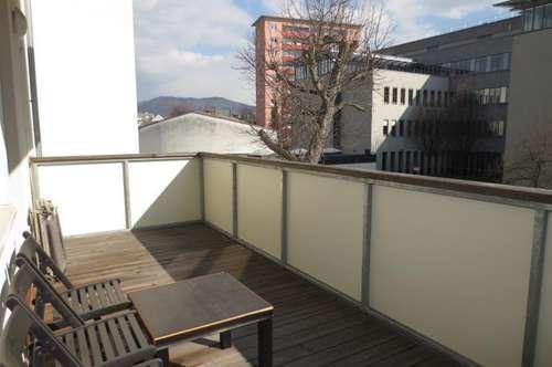 Entzückende ruhige 2-Zimmer-Wohnung mit großem Balkon in Südbahnhofnähe! Parkplatz optional! Küche gegen Ablöse!