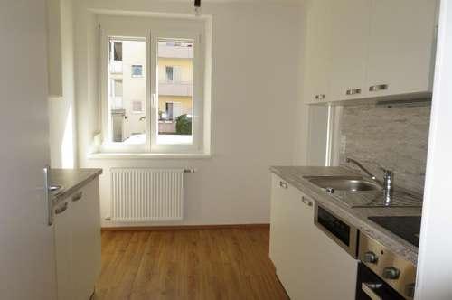 Auberg! Sehr schöne helle Zweizimmerwohnung, 52 m² WNFL, inkl. neuer Küche (ohne Ablöse).