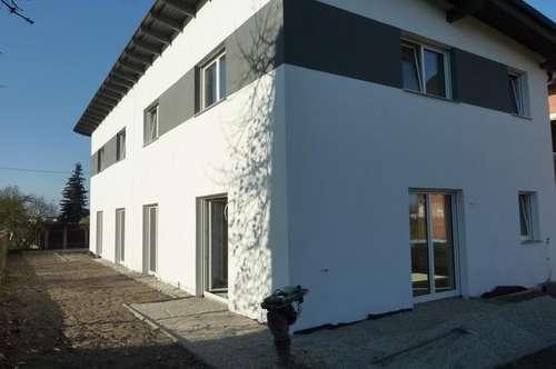 Linz: Pichling: Top 2: Sehr schöne Doppelhaushälfte, Neubau, belagsfertig, 5 Zimmern, 125m² Wohnfläche, 177m² Eigengarten.