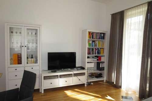 Sonnige ruhige 2-Zimmer-Wohnung mit großem Balkon in Südbahnhofnähe! Parkplatz optional! Küche gegen Ablöse! Barrierefrei!