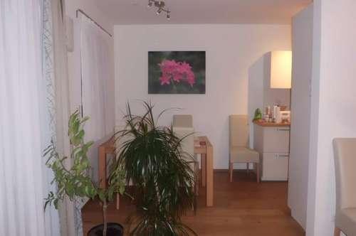 Sehr schöne und sonnige Wohnung mit zwei Kinderzimmer , Garten sowie Carport und Parkplatz in herrlicher Ruhelage von Pasching