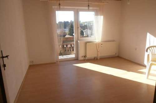 Sonniges Haus mit 3 getr. WE im Ortskern, gesamt 164 m² WNFL, 220 m² Grundfläche, Carport und 2 Stellplätze