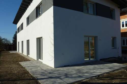 Linz: Pichling: Moderne Doppelhaushälfte, ca.125m² Wohnfläche, ca.157m² Eigengarten + 20m² Terrasse, 5 Zimmer, ausgemalt, belagsfertig.