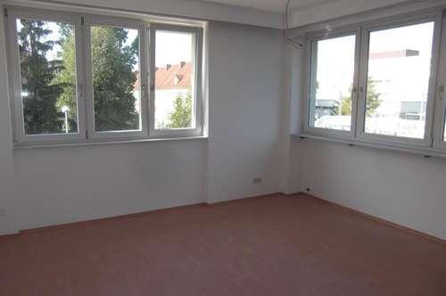 Steyr/Tabor, zwei, helle 3 Zi.- Wohnungen, 84 m² WNfl., WG geeignet, 1.+ 2. OG, beste Infrastruktur!