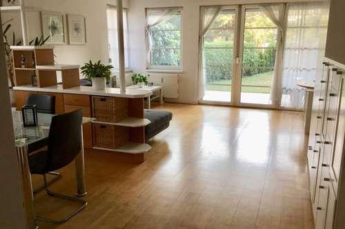 Schöne sonnige Gartenwohnung in Urfahr, 80 m² WNFL + Terrasse + Eigengarten, teilmöbliert, Parkplatz! Straßenbahnnähe!